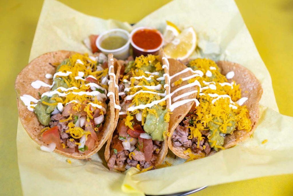 Asada tacos with pico de gallo with lemon